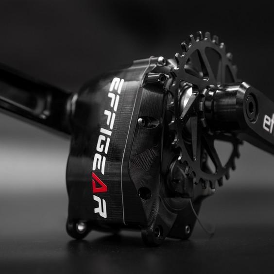 Légère et compacte, durable et robuste, simple d'utilisation et d'entretien, équipée d'un shifter type Sram X(0) ou Rival : l'essayer c'est l'adopter ! 😍 Découvrez la MIMIC, redécouvrez le plaisir de rouler  Pour plus d'informations, rendez-vous sur le site officiel www.effigear.com Batiste.nos 📸 #gearbox #gearboxmtb #innovation #effigear #ride #bike #mtbfrance